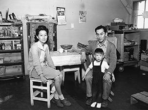 Smuggled Lenses: The Politics of Documentary Photography at Manzanar